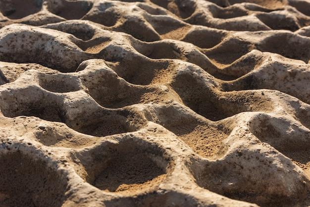 Oppervlak van de rots met ronde gaten