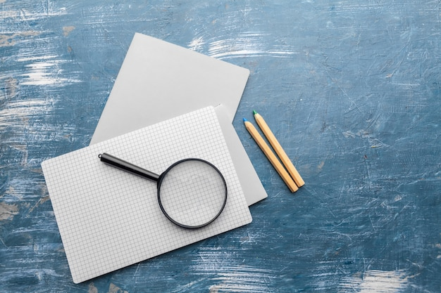 Oppervlak van de tafel. minimalistische werkplek. plat leggen, kopie ruimte