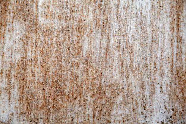 Oppervlak van roestig ijzer met resten van oude verf, afgestoken verf, textuur achtergrond