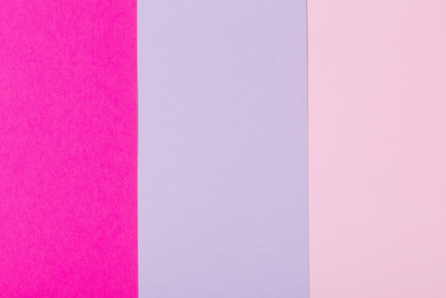 Oppervlak van roze en violet pastel vellen papier