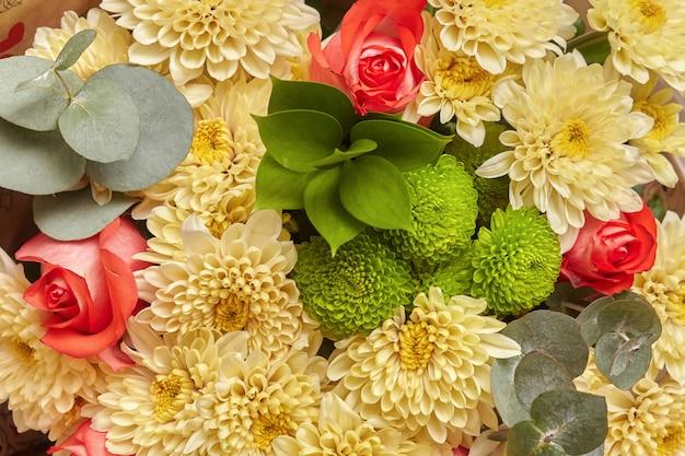 Oppervlakte beeld van het multi gekleurde bloemenpatroon