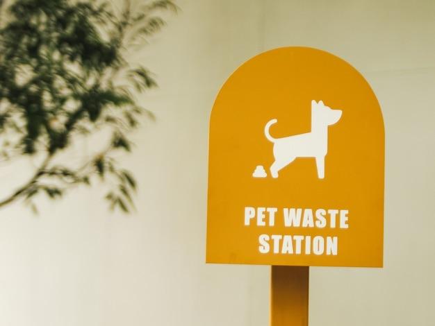 Opruimen na uw hondenbord, hondenkakborden voor de tuin