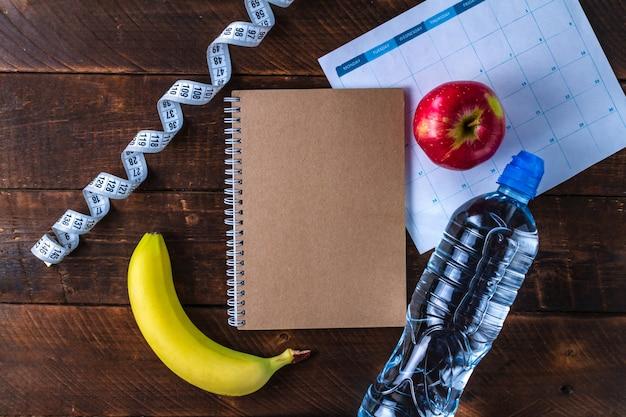 Opstellen en plannen van een programma van sporttraining en dieet. motivatie. sport en dieet concept. sport en een gezonde levensstijl.