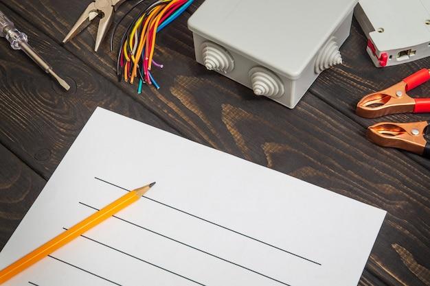 Opstellen plan voor reparatie elektrische apparatuur met onderdelen