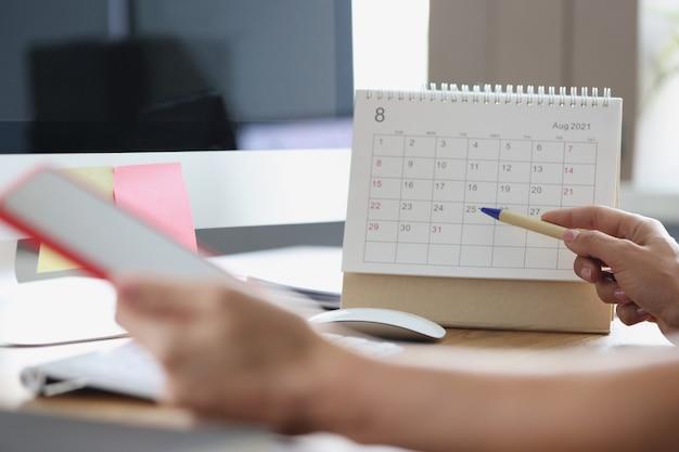 Opstellen van businessplan en meetings voor maandplanning in activiteiten van managerconcept