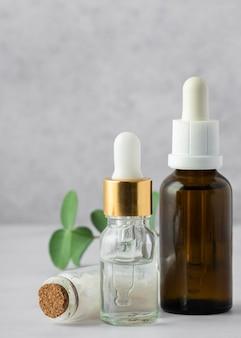 Opstelling met serumflessen en zouten