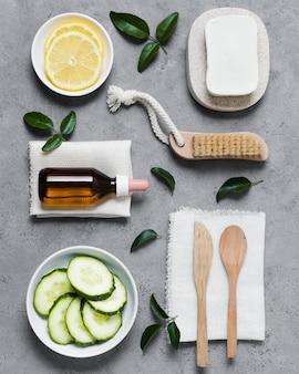 Opstelling van groenten en spa-instrumenten plat
