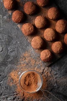 Opstelling van heerlijke chocoladespullen