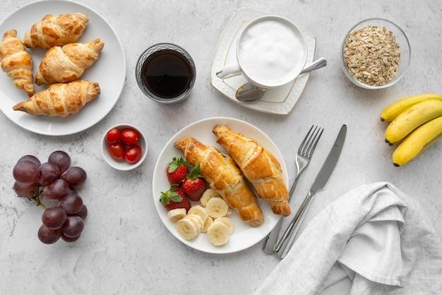 Opstelling van heerlijke ontbijtmaaltijd