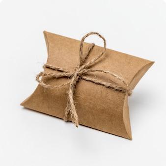 Opstelling van kartonnen verpakkingen met touw