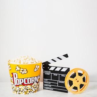 Opstelling van popcorn en filmstrook