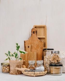 Opstelling van potten vol met voedselingrediënten vooraanzicht