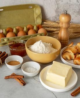 Opstelling van verschillende voedingsmiddelen en ingrediënten
