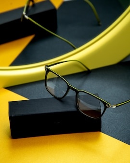 Optische glazen op tafel