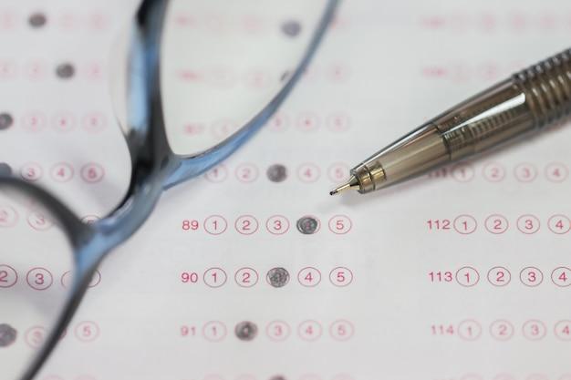 Optische vorm van gestandaardiseerde test met geborrelde antwoorden