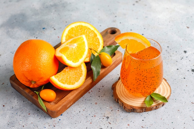 Oranje basilicumzaaddrank.