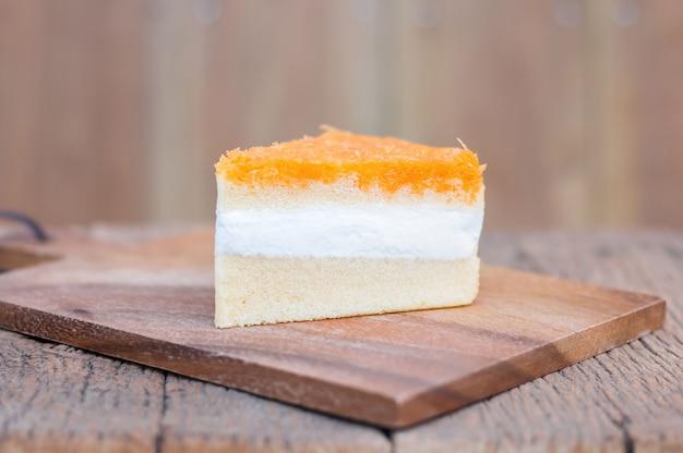Oranje cakestukken, gouden draden op houten lijst