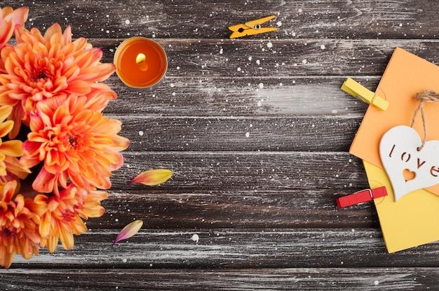 Oranje chrysant en hart