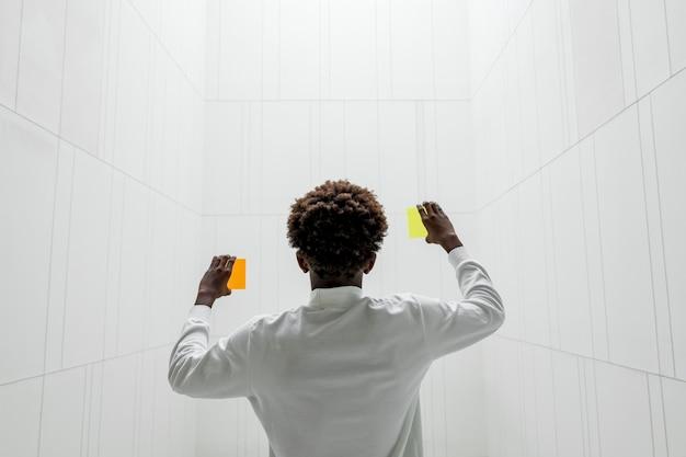 Oranje en gele futuristische schermen