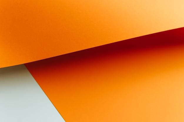 Oranje en witte plat lag achtergrond met scherpe lagen en schaduwen met kopie ruimte
