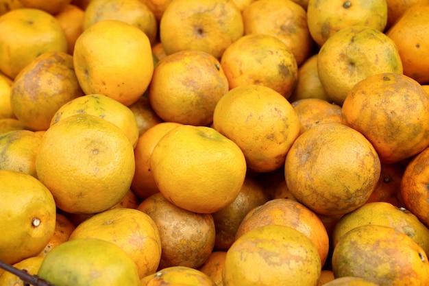 Oranje fruit bij straatvoedsel