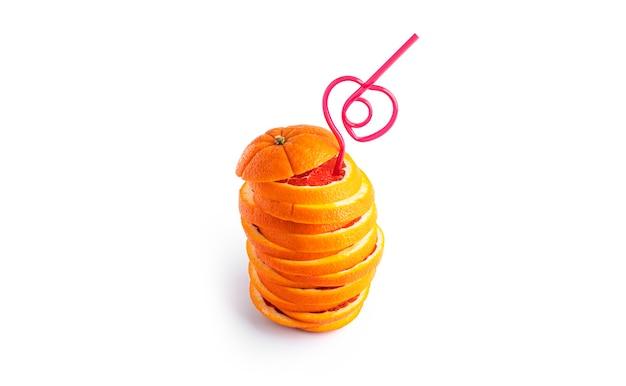 Oranje fruit cocktail geïsoleerd.