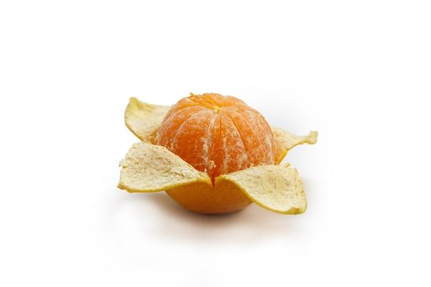 Oranje fruit geïsoleerd op een witte achtergrond.