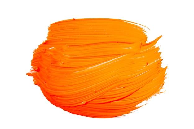 Oranje gele penseelstreek geïsoleerd op een witte achtergrond. oranje abstracte beroerte. kleurrijke aquarel penseelstreek.