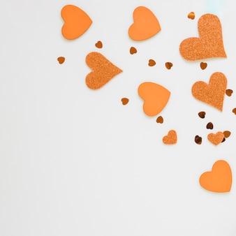 Oranje harten voor valentijnskaarten met exemplaarruimte