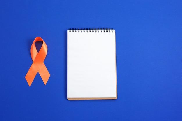 Oranje lint voor bewustzijn van leukemie