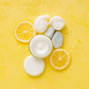 Oranje natuurlijke crème