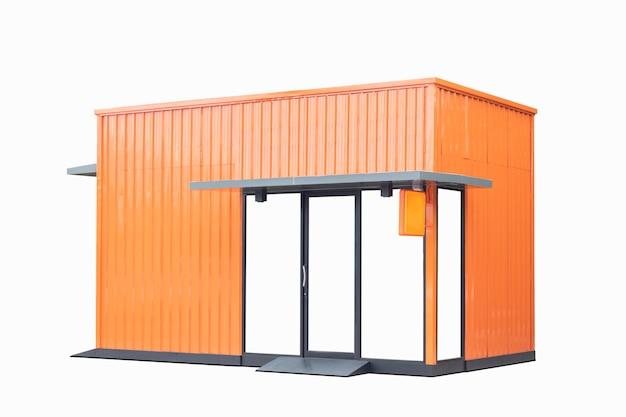 Oranje opslagwinkel die op wit wordt geïsoleerd
