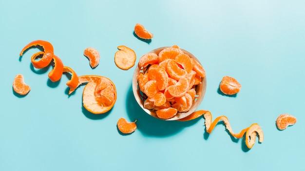 Oranje plakjes in kom