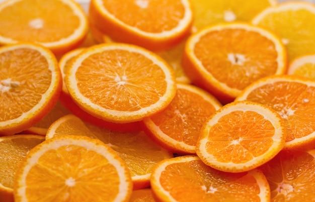 Oranje plakjes textuur. verse rijpe zoete sinaasappelcitrusvruchten.