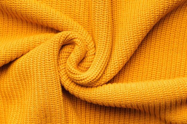 Oranje textiel breigoed als achtergrond.