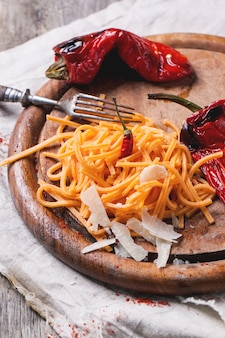 Oranje tomatenspaghetti