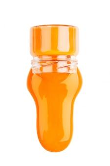 Oranje verf in een geïsoleerde pot