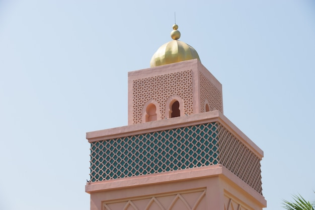 Oranje zandige arabische morrocco stijl toren achtergrond