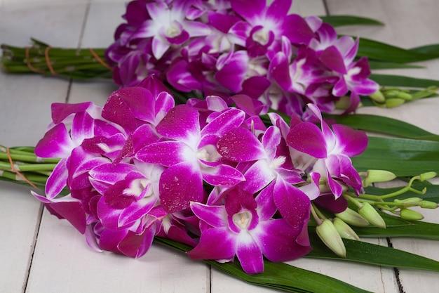 Orchidee bloem voor het bidden boeddha in thailand is cultuur van thailand