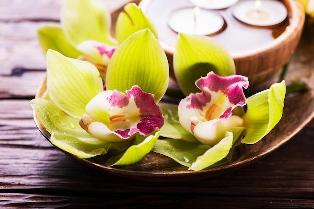 Orchidee en kaarsen