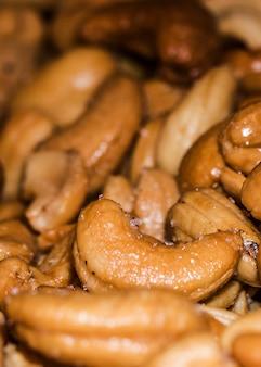 Organische cashewnoten te koop op de markt