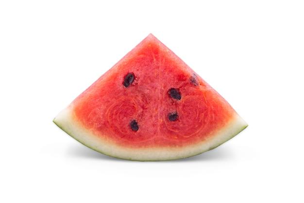 Organische watermeloen in een stuk driehoek vorm op witte geïsoleerde achtergrond met uitknippad.