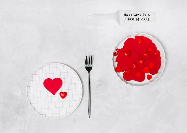 Ornamentharten op platen dichtbij vork en peddel