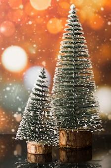 Ornamentsparren tussen sneeuwval