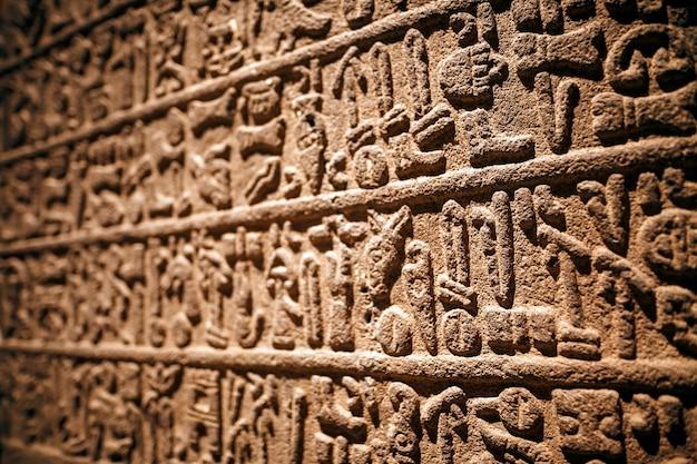 Orthostatische, basalt, karkamis gaziantep. neo-hettieten. hettitische schrift in steenreliëf. 900-700 v. chr