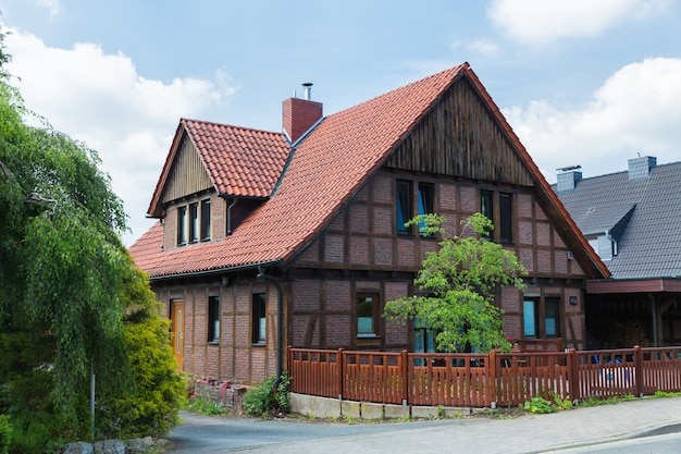 Osnabrück nedersaksen duitsland straat in de buitenwijk van osnabruck, de derde grootste stad in de staat