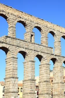 Oud aquaduct in segovia, spanje