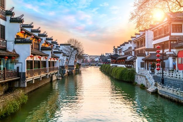 Oud architecturaal landschap van qinhuai-rivier in nanjing