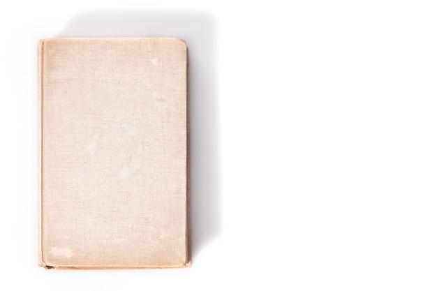 Oud boek op witte achtergrond, onderwijsconcept