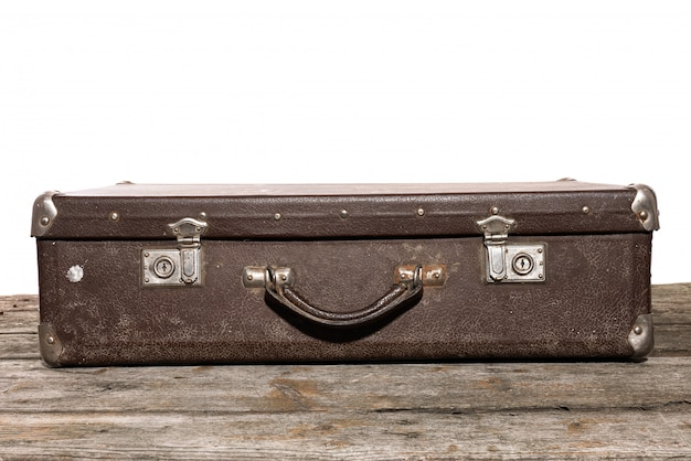 Oud bruin koffer voor reizen lyies op de houten tafel